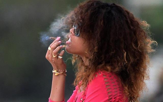 rihanna-joint-smoking-ocean-01172012-20